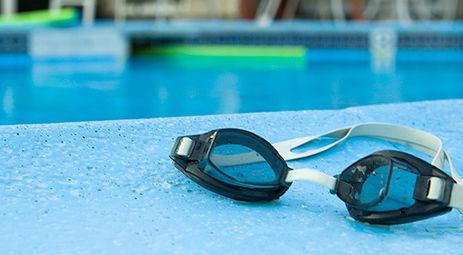 Zawody pływackie -gimnazjaliści