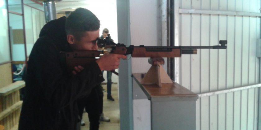 Lekcja wf-u  na strzelnicy